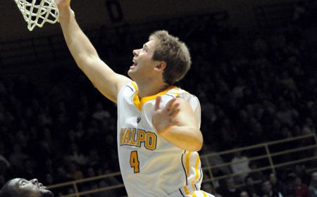 Valpo Handles Penguins Easily Friday Night