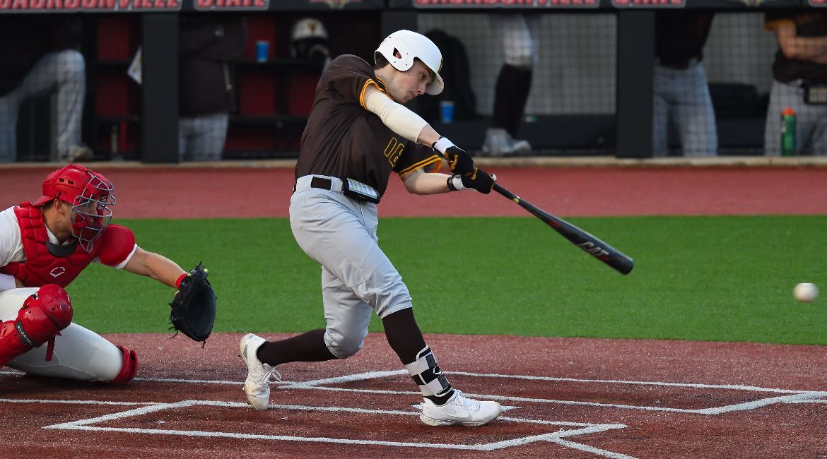 Valpo Drops One-Run Decision After Eventful Ninth