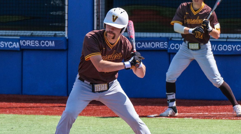 Baseball Drops Doubleheader in Terre Haute