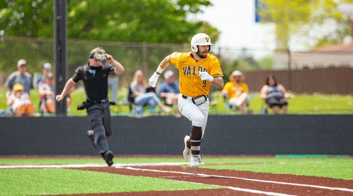 Valpo Rallies Late to Force Extras, Evansville Prevails in Additional Frame