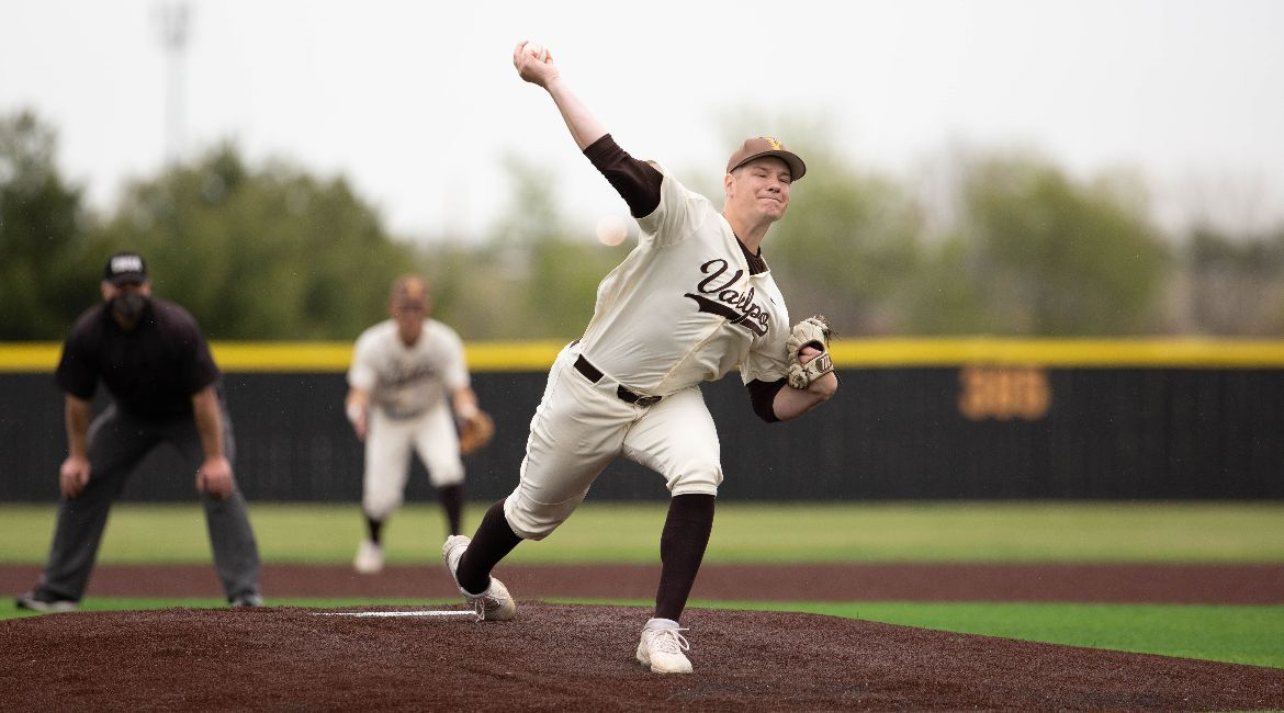 Valpo Edged in Pitchers' Duel to Open Series in Springfield