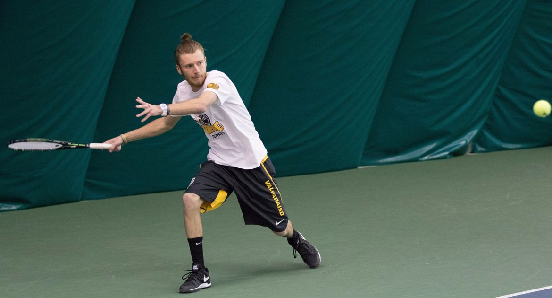 Men's Tennis Splits Sunday Matches in Toledo