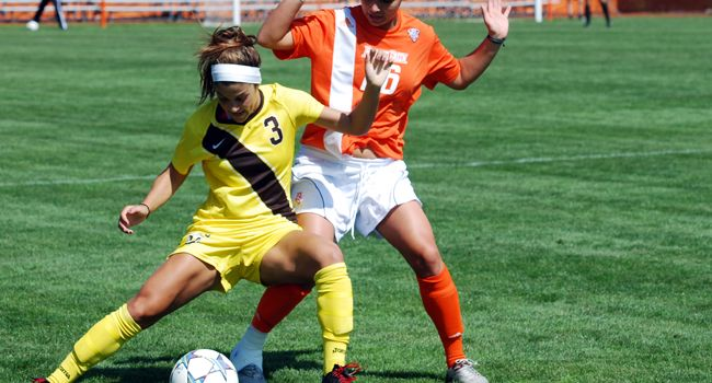 Crusaders Blank Loyola 1-0 to Remain Perfect in League Play