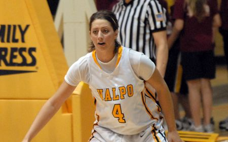 Kenney Leads Valpo Past Milwaukee on Crusaders' Senior Day