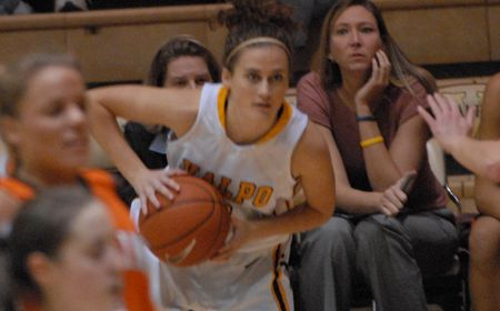 Valpo Women Drop First League Game against Cleveland State