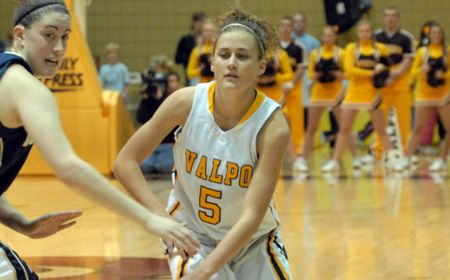 Late Rally Comes Up Short as Valpo Women Drop Exhibition Opener