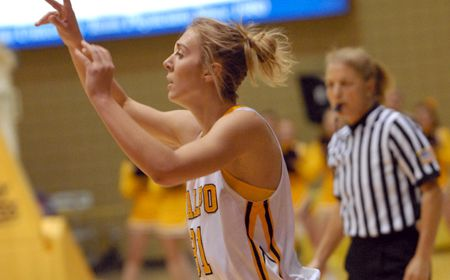 Litka Leads Valpo to Big Road Win at Milwaukee