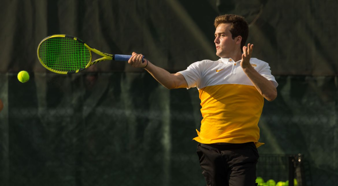 Valpo Wins Five Matches on Season's First Day