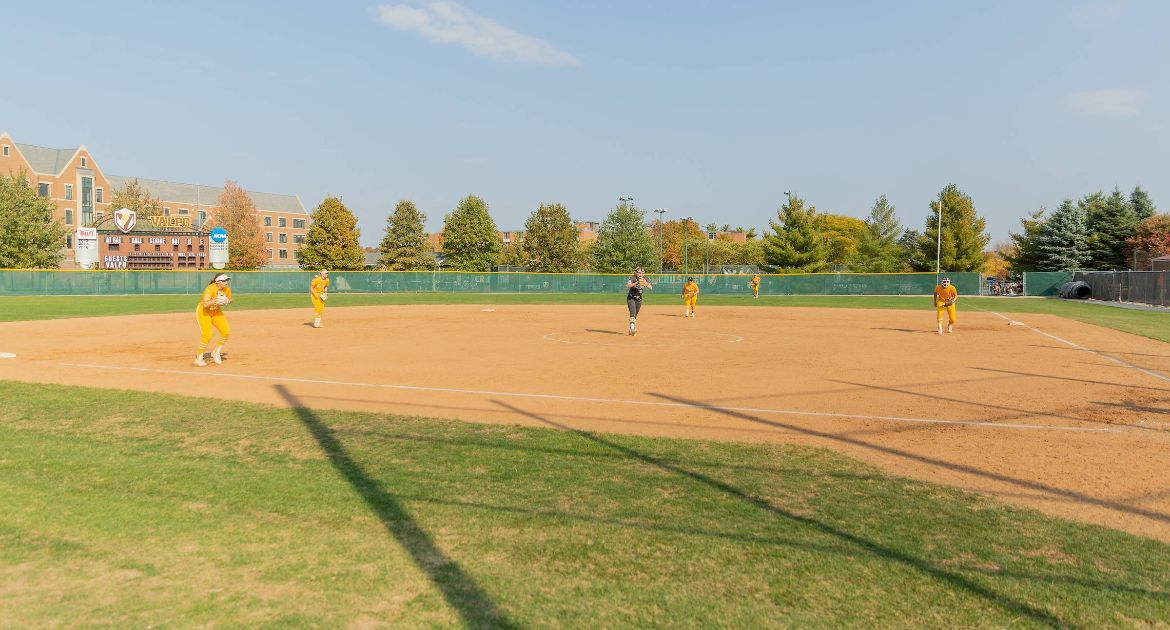 Valpo Softball Signs Four Newcomers