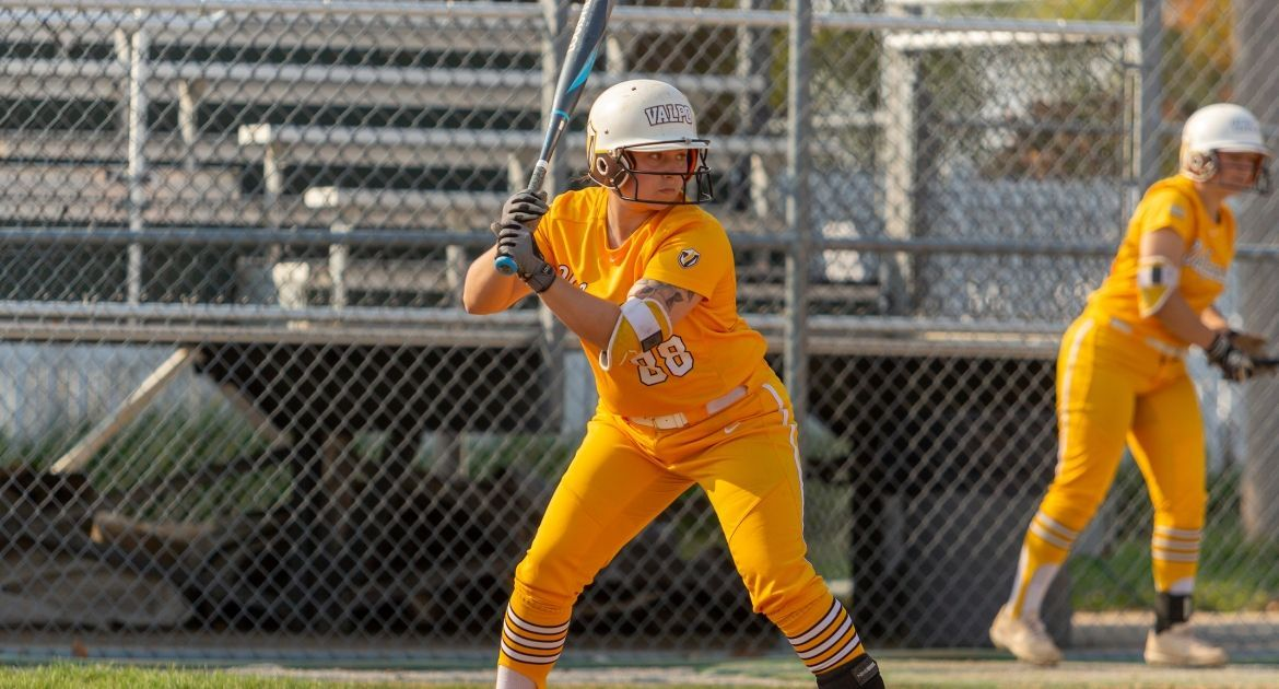 Softball Offensive Outburst Earns Split Saturday at Belmont