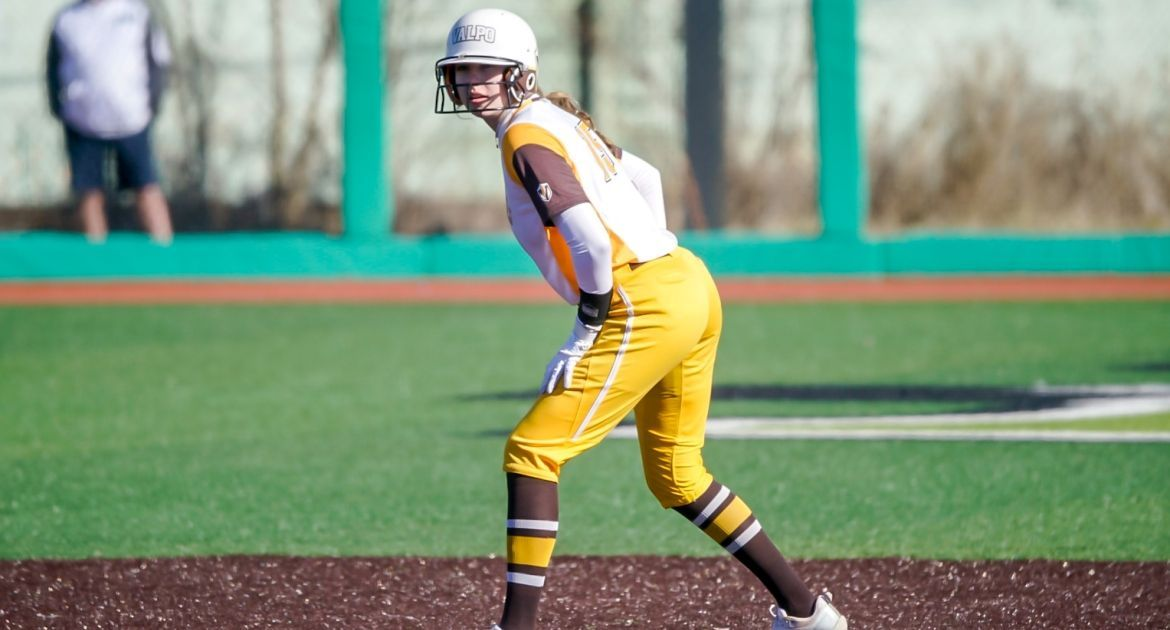 Softball Closes Weekend With Pair of One-Run Wins