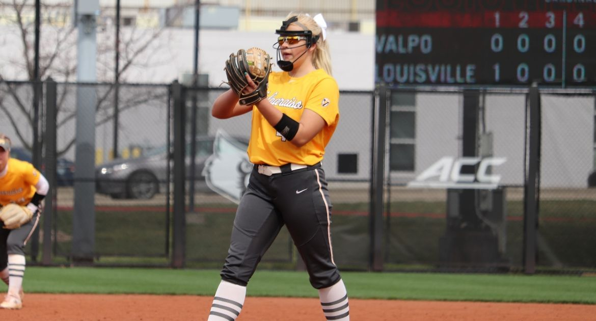 Softball Earns Shutout Win Over Bradley to Close Weekend