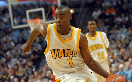 Valpo Men's Rally Not Enough in Exhibition Opener