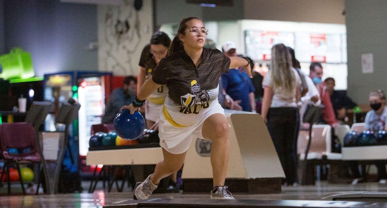 Bowling Opens Railsplitter Classic Friday