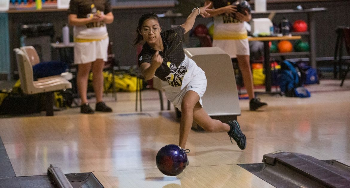 Bowling Earns Trio of Wins On First Day at Flyer Classic