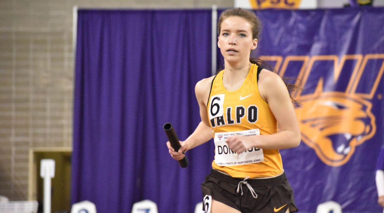 Valpo Relay Teams Run at Drake Relays