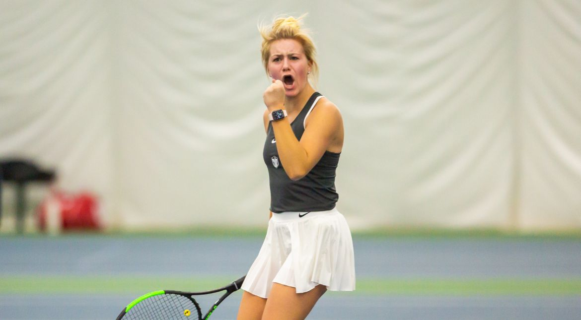 Women's Tennis Splits Wednesday Matches