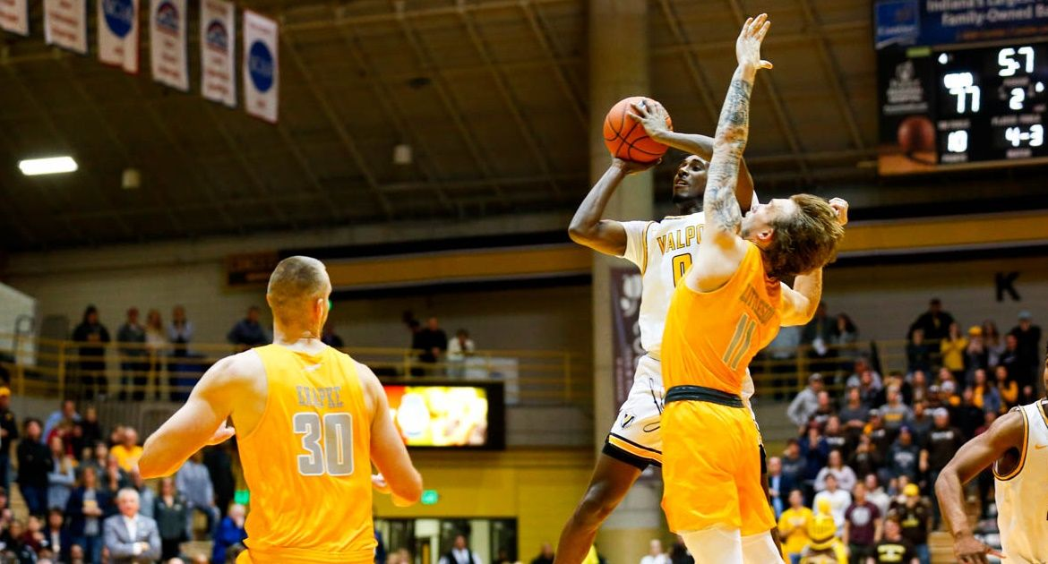 Freeman-Liberty Game-Winner Helps Valpo Top Toledo on Opening Night