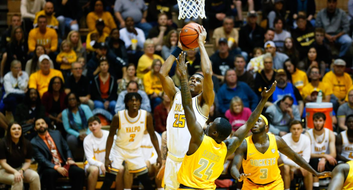 First Road Trip of Season Takes Valpo Back to St. Louis