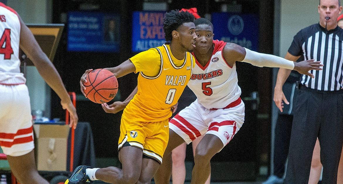 Valpo Erases Double-Figure Deficit for Road Victory at SIUE