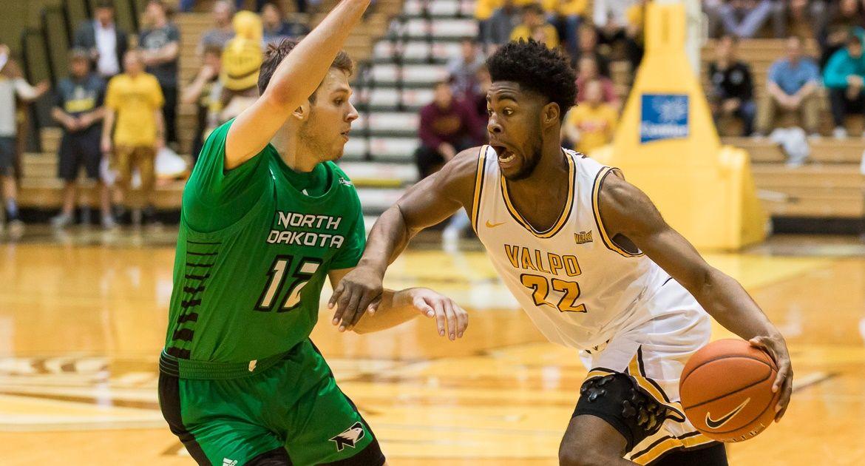 Men's Basketball Tops North Dakota for Third Win in Four Games