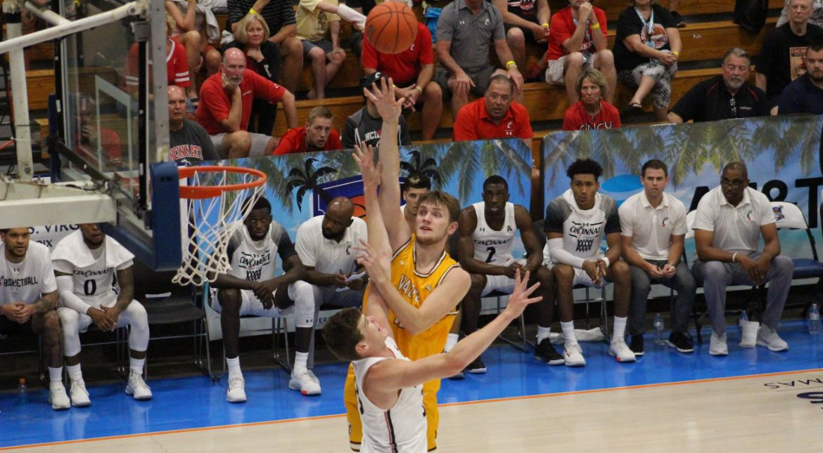 Valpo Edged by Cincinnati in OT Thriller