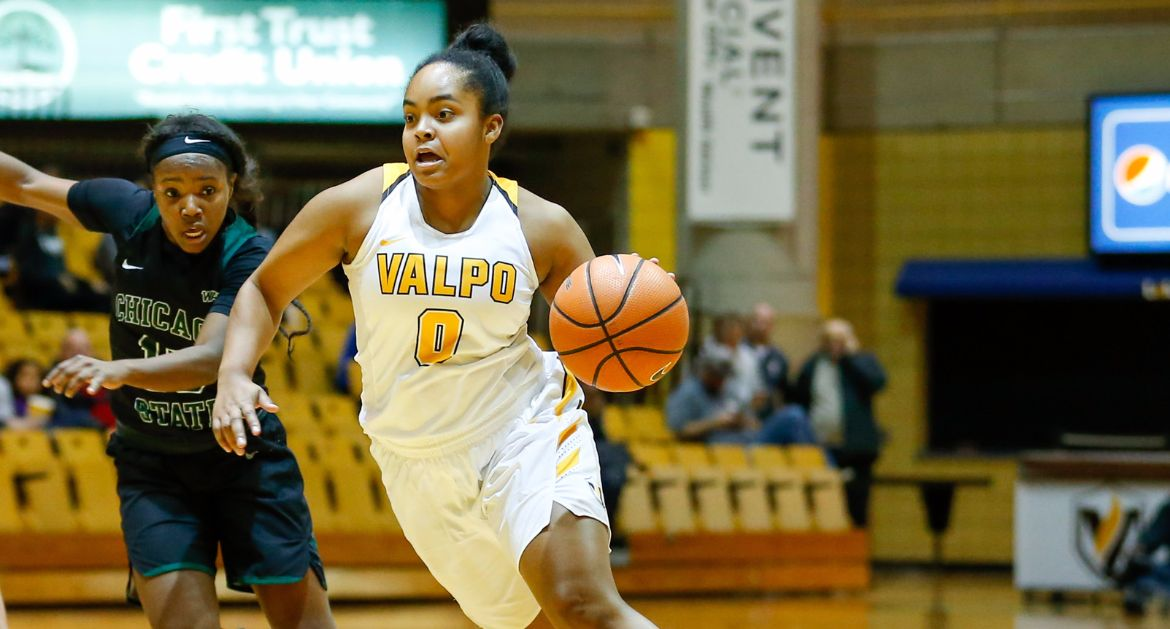 Meredith's Fourth Quarter, Franklin's Double-Double Propel Valpo to Win