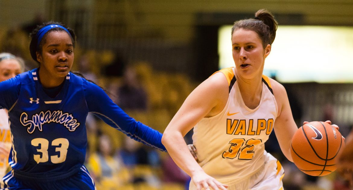 Women's Basketball Edged by Illinois State on Sunday