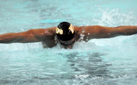 Sivak Sets Two School Records as Valpo Finishes Third at Butler Invitational