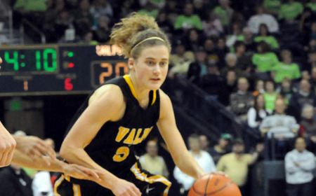 Big Run Spurs Valpo to First Road Win