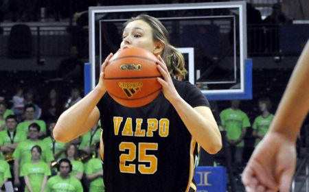 Loyola Derails Valpo's Rally in Closing Seconds