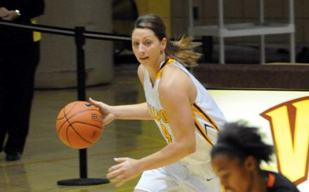 Kenney's Double-Double Leads Valpo to First 2-0 Start in Division I Era