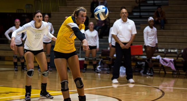 Crusaders Drop Five-Set Match to UIC in HL Semifinal