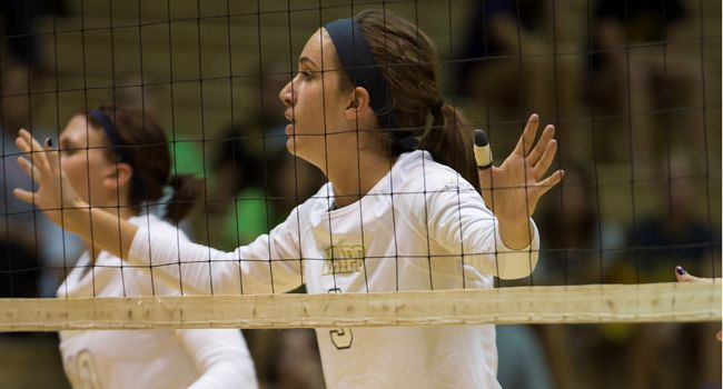 Volleyball Bounces Back With Win at Loyola