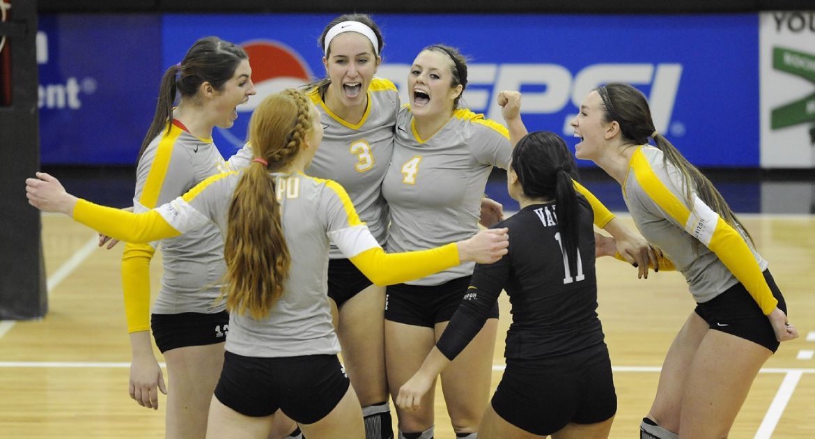 Crusaders Sweep UIC, Move Into HL Championship Semifinals