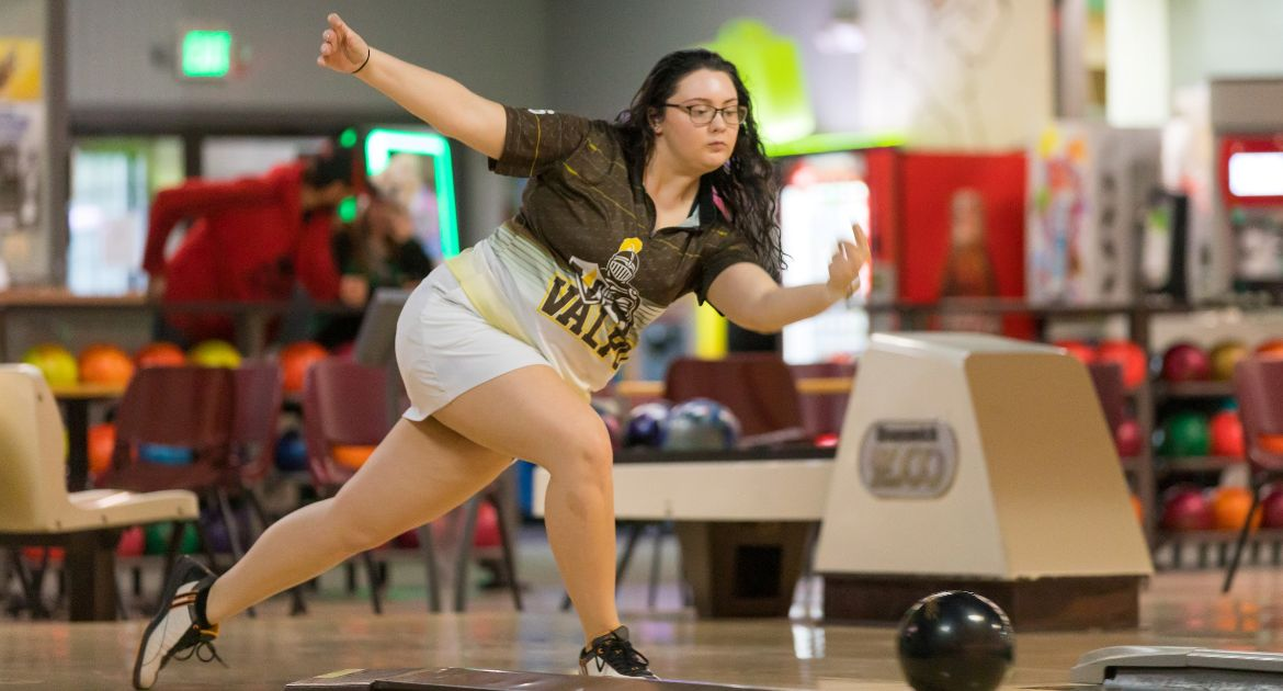 Valpo Bowling Picks Up Pair of Wins in Bracket Play Sunday at Maryville
