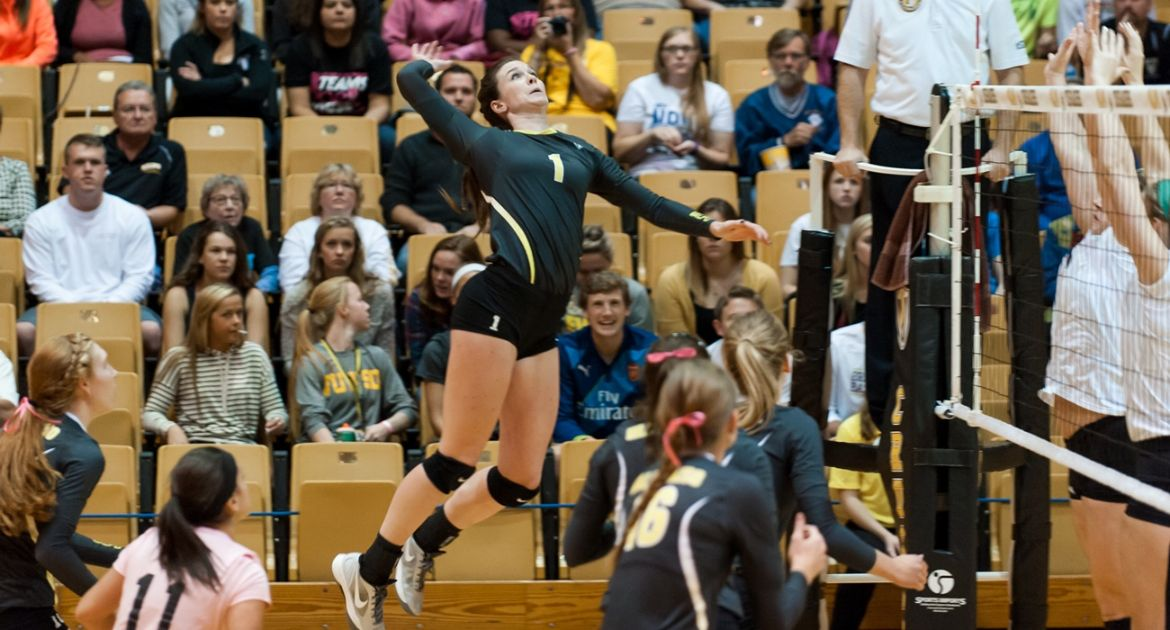 Volleyball Road Swing Ends With Loss at Milwaukee