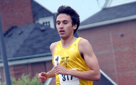 Distance Runners Stand Out for Crusader Men Friday