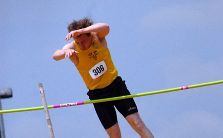 Three Crusaders Post Top-Ten Finishes at Findlay Classic