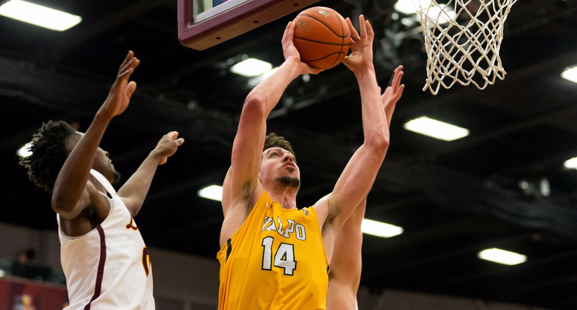 Men's Basketball Comes Up Just Short at MVC Leader Loyola Wednesday