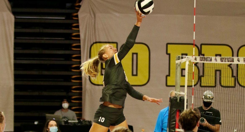 Volleyball Splits Pair To Open Season Saturday