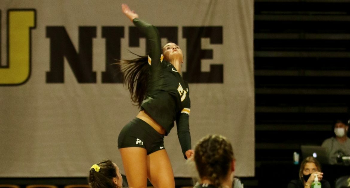 Volleyball Wins in Dramatic Fashion, Claims Golden Eagle Invitational Title