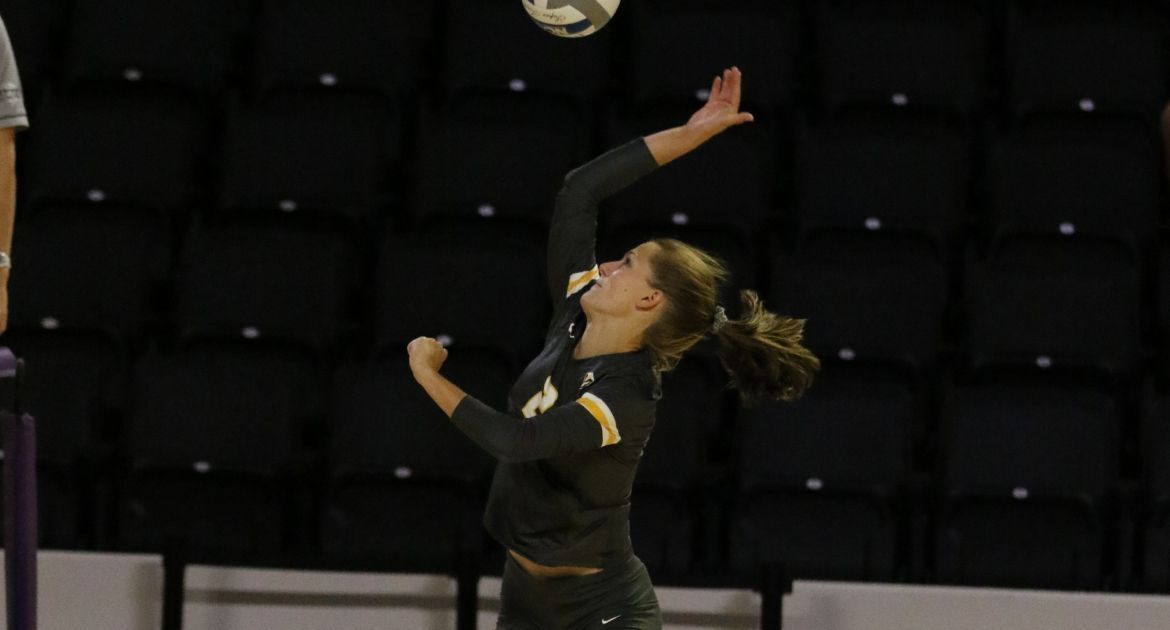 Volleyball Sweeps YSU Friday For Fifth Straight Victory