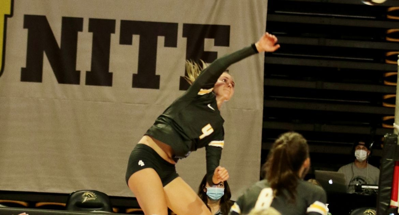 Volleyball Wins Thriller at Toledo Saturday