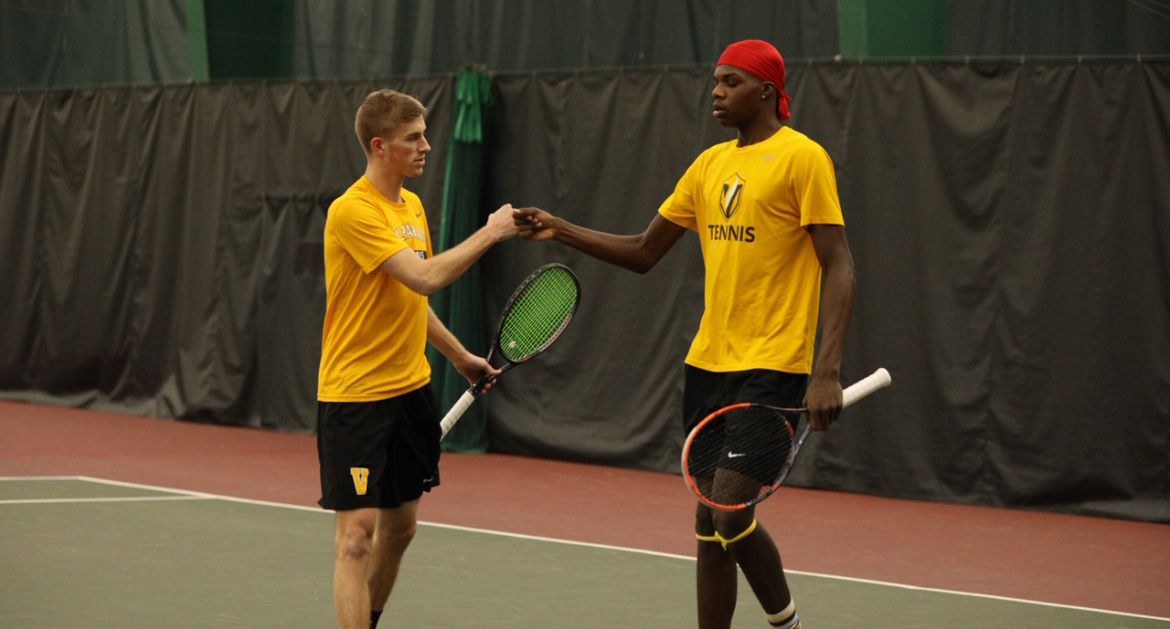 Men's Tennis Rolls to Victory to Begin Spring Slate