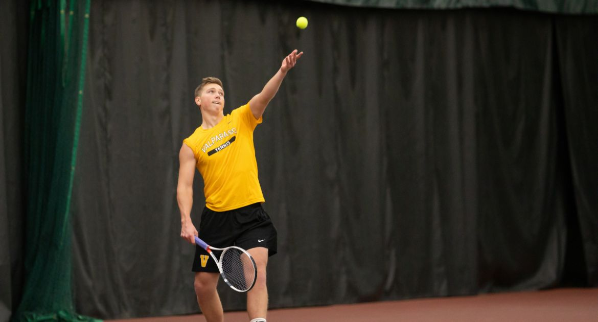 Western Michigan Edges Valpo in Men's Tennis Thriller