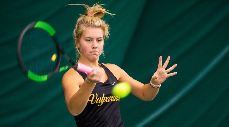 Olivia Czerwonka, Amanda Tabanera Earn Singles Wins on Friday