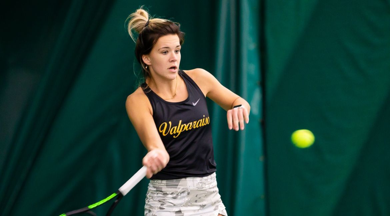 Claire Czerwonka Nets Singles Win on Saturday