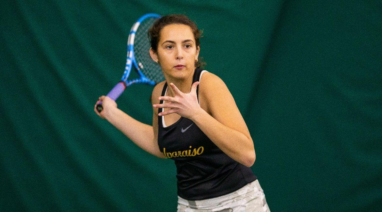 Women's Tennis Rolls to Victory on Sunday