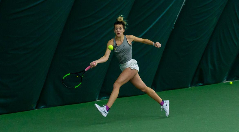 Women's Tennis Blanks Chicago State, Extends Winning Streak to Three